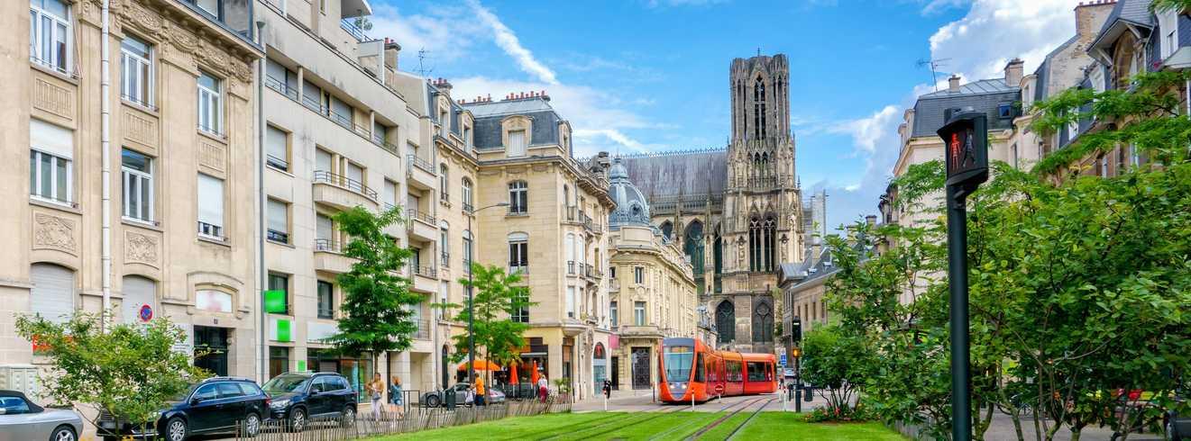 Cathédrale de Reims et tramway