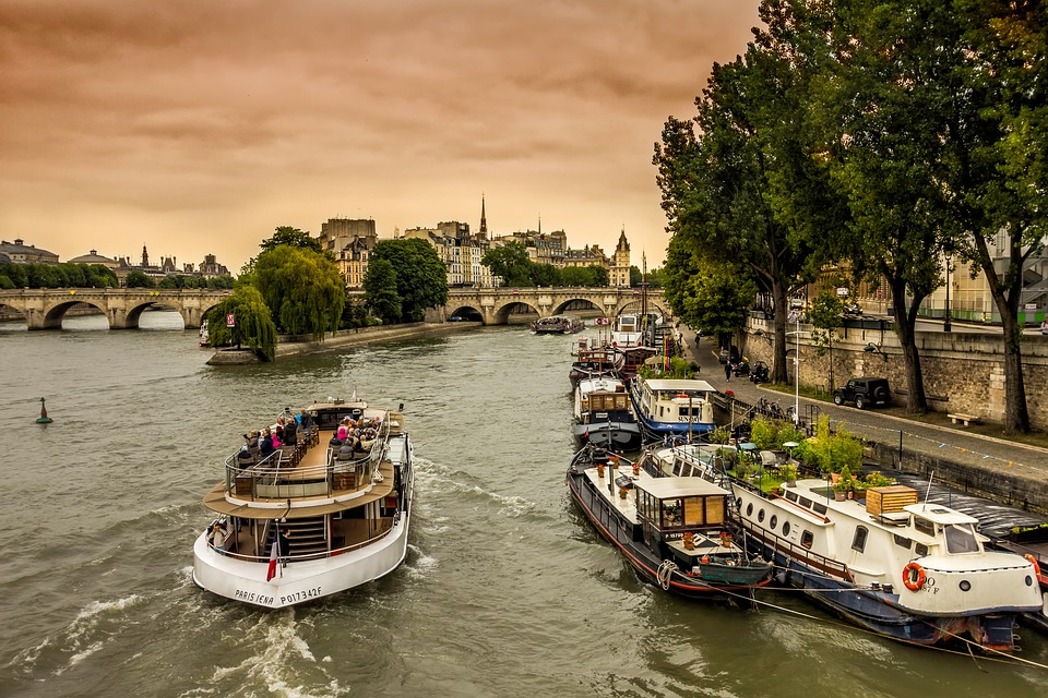 Photo peniche location Paris