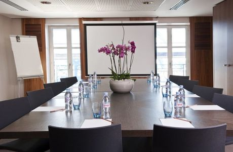 Salle de réunion de l'hôtel Beau Rivage à Nice