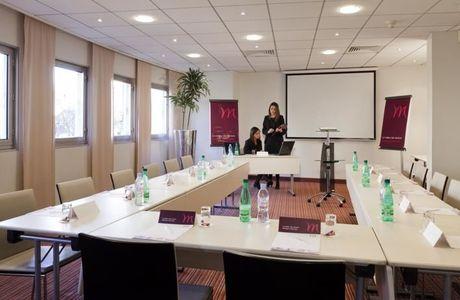 Salle de réunion de l'hôtel Mercure à 3 minutes de Courbevoie