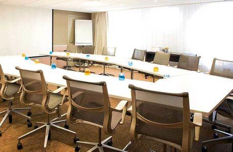 Grande salle de réunion au Novotel Paris la Défense