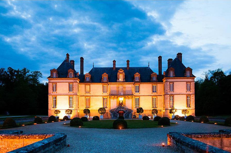 Château de Bourron - Façade à la tombée de la nuit