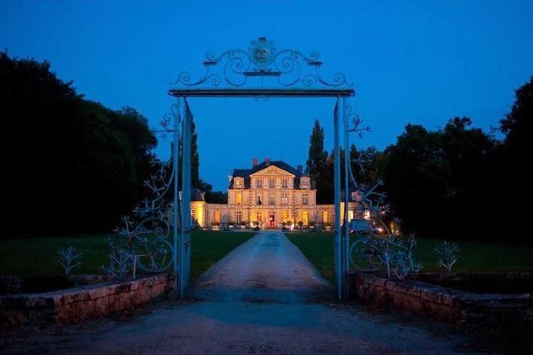 Château de Nandy - Allée centrale de nuit 2
