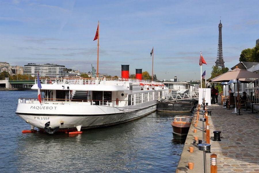 Yatchs de Paris - Le Paquebot à quai