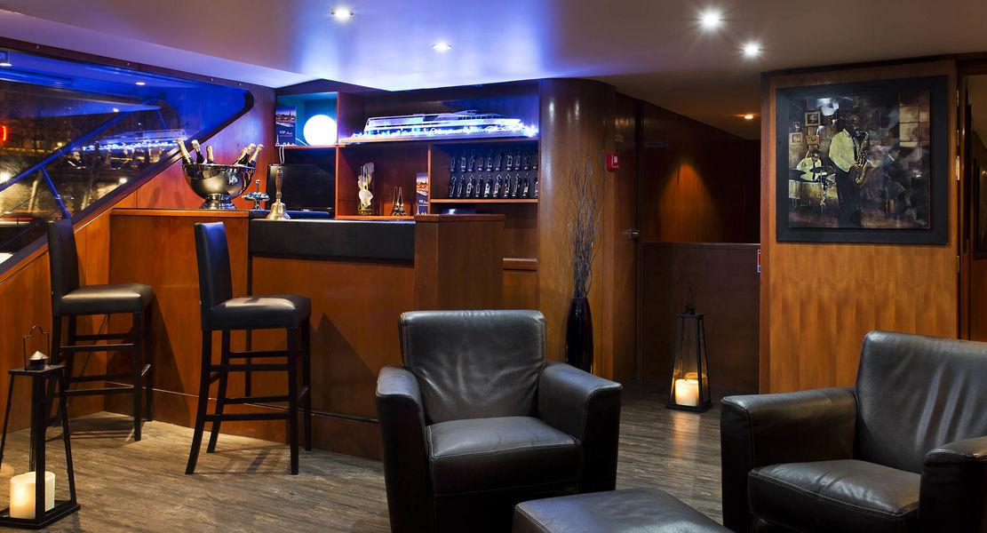 VIP Paris Yatch Hôtel - Bar