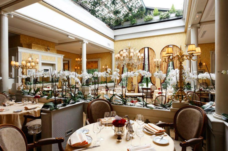 Restaurant Lasserre - Salle Principale avec toit ouvert