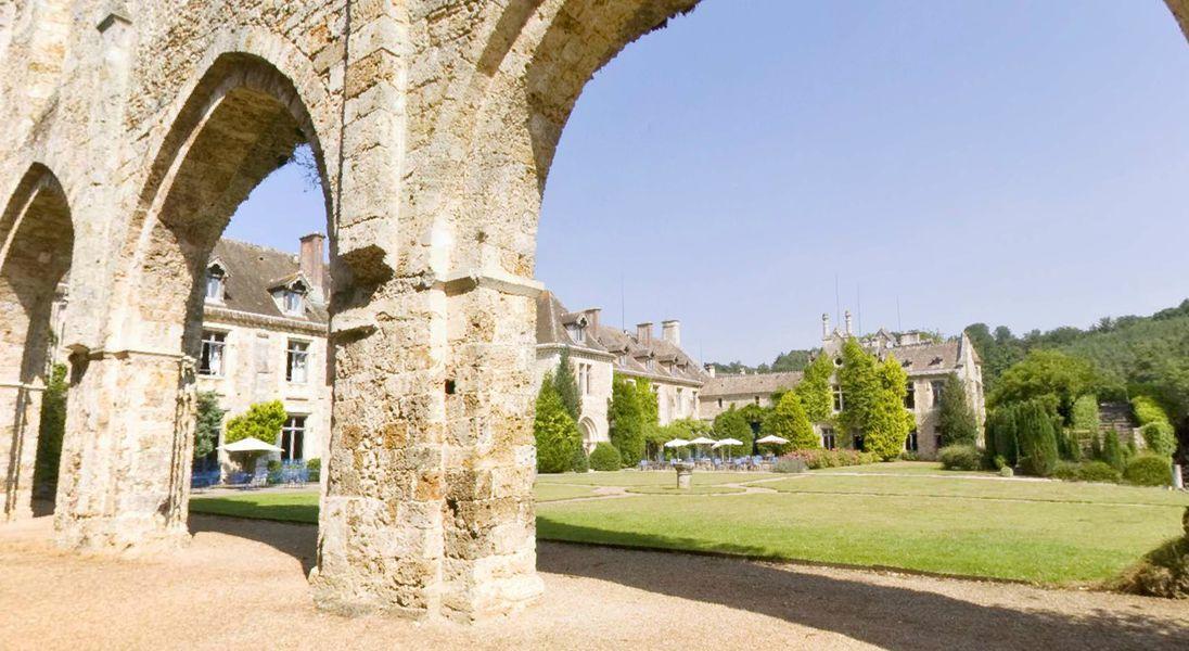 Abbaye de Cernay - Vue sur le jardin