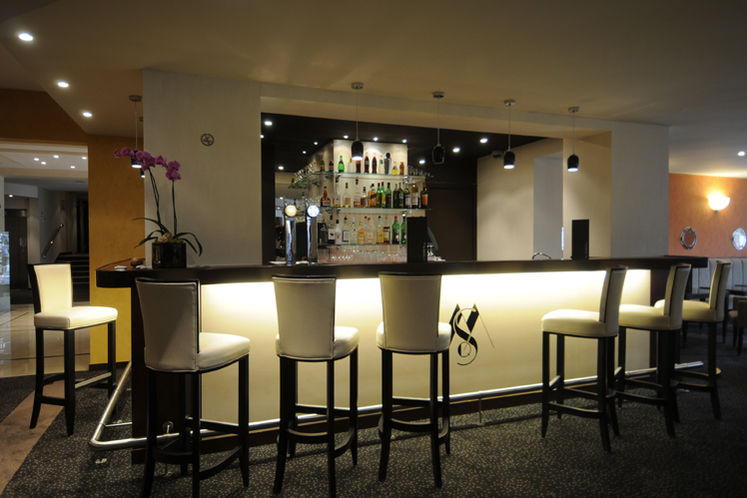 Best Western Plus Maurepas Saint-Quentin - Bar