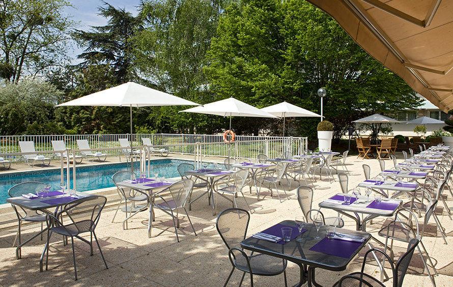 Novotel Poissy Orgeval - Terrasse au bord de la piscine