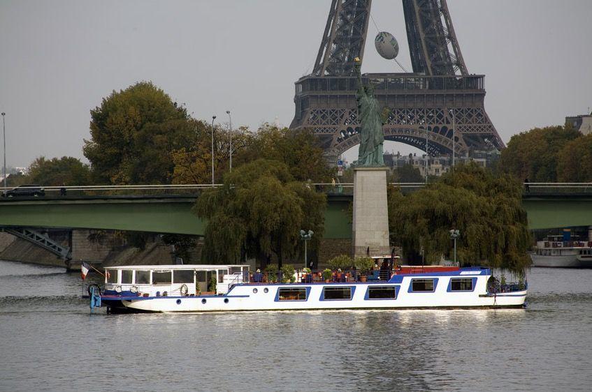 Le Coche d'eau - Tour Eiffel