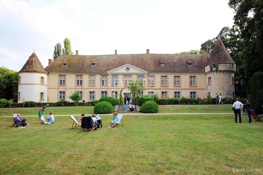 Château de la Cour Senlisse - Château vue de face