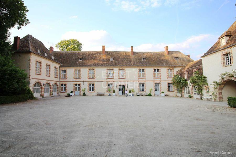 Château de la Cour Senlisse - Vue de la Cour Senlisse