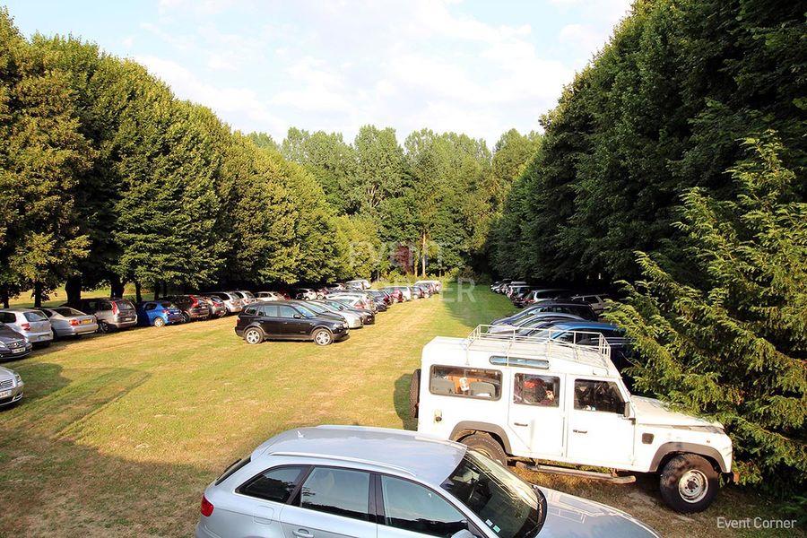 Château de la Cour Senlisse - Parking
