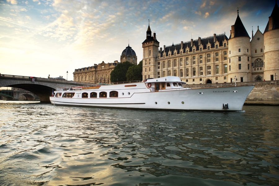 Yachts de Paris Excellence - Le Yacht 1