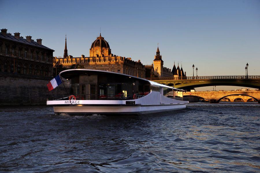 Yachts de Paris Mirage - Le Yacht