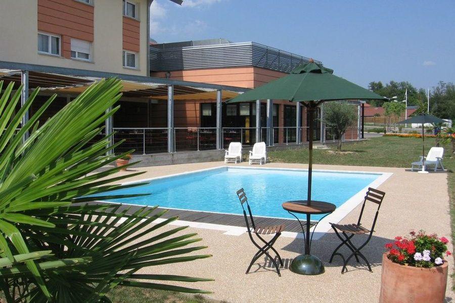 Domaine des Fontaines Bernin - Piscine de l'hôtel