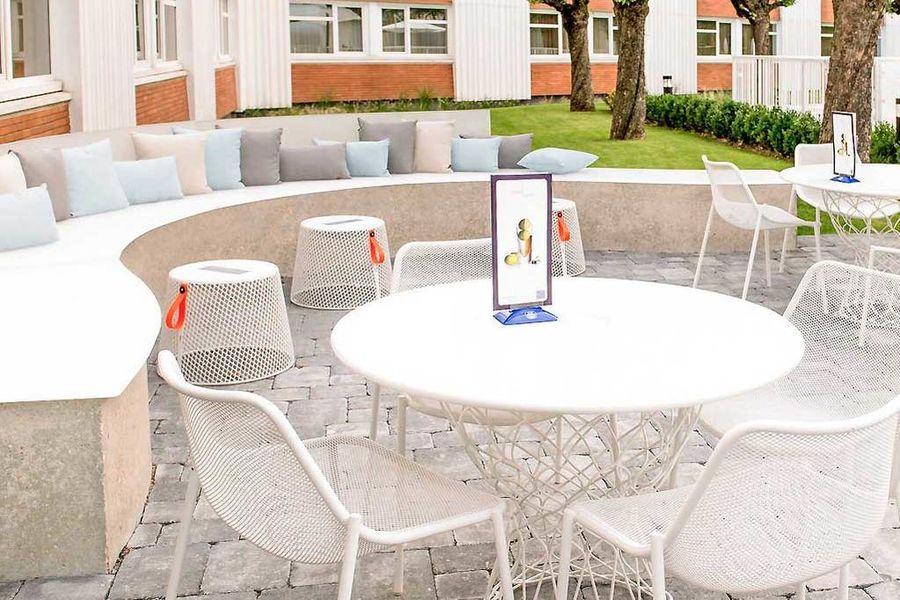 Novotel Lyon Bron Eurexpo - Tables de jardin