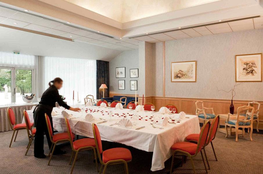 Royal Mercure Fontainbleau - Salon
