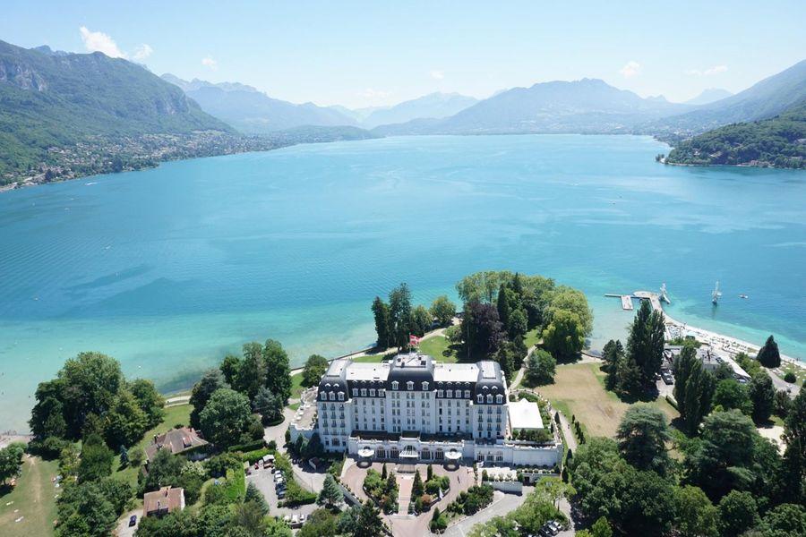 Imperial Palace Annecy - l'Impérial Palace et le lac d'Annecy