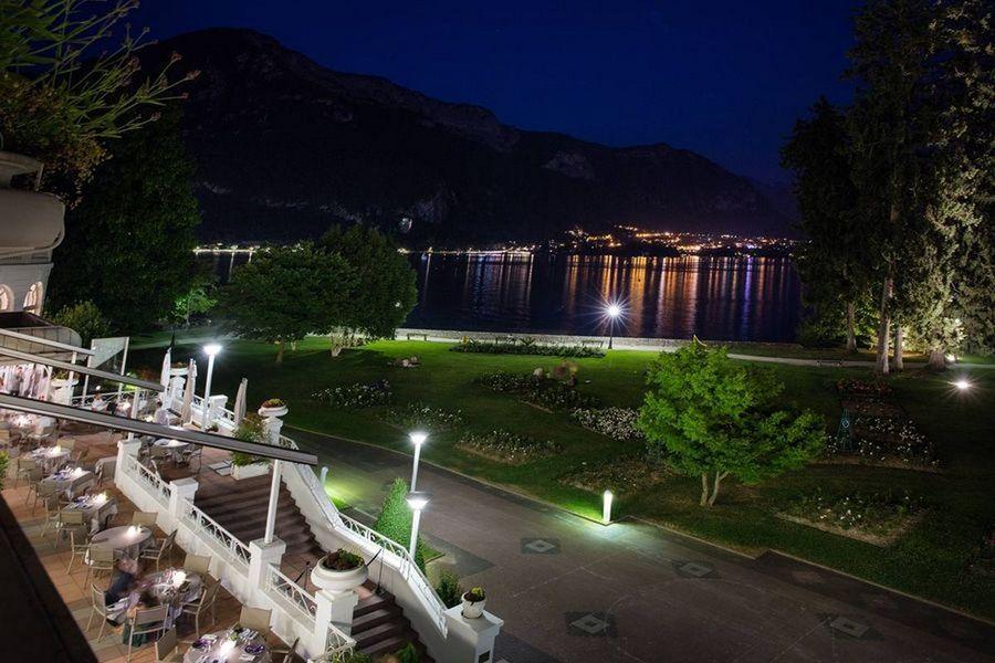 Imperial Palace Annecy - Vue sur le lac d'Annecy de nuit
