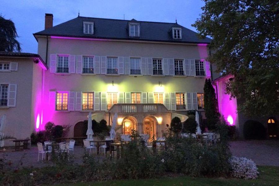 Chateau des Loges - Façade du Château de nuit 2