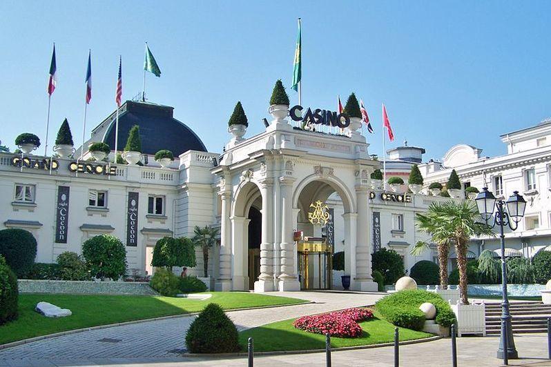 Casino Grand Cercle Aix les Bains - Entrée du Casino