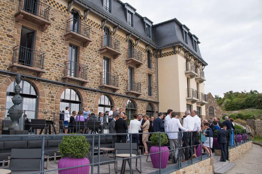 Castel Beau Site - Cocktail sur la terrasse