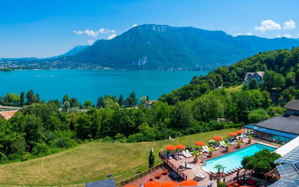 Les Tresoms - Les Trésoms et vue sur le Lac d'Annecy (2)