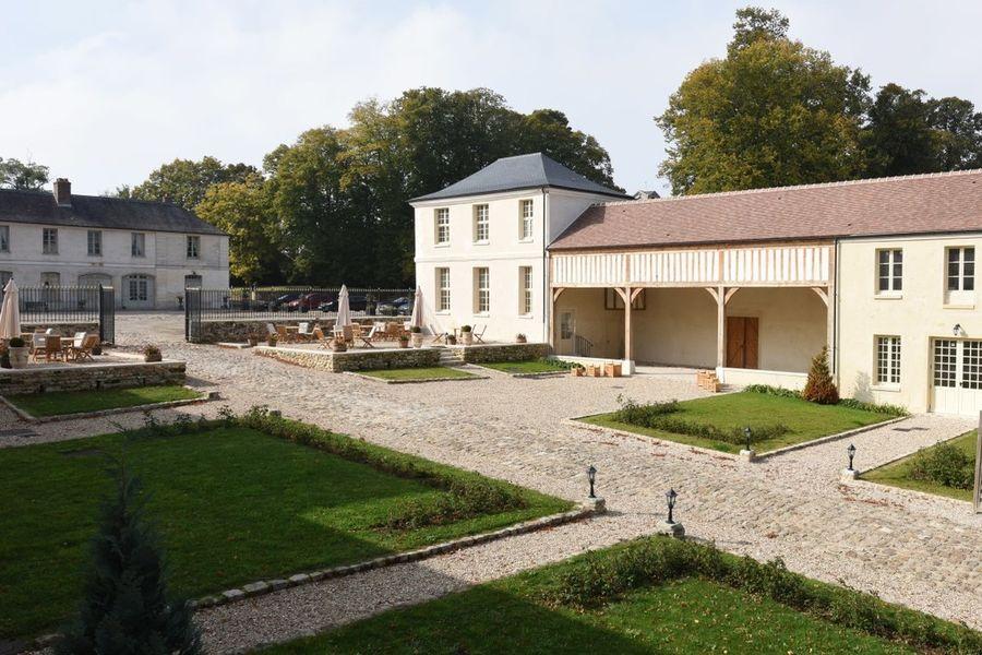 Château de Maudetour - Cour 2