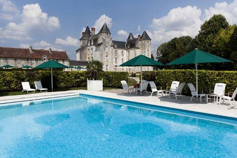Château de Marçay - Piscine extérieure chauffée