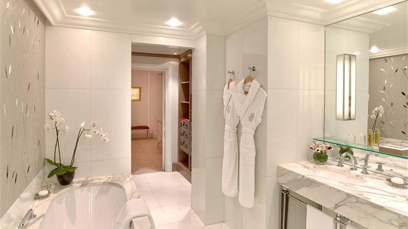 Hotel Plaza Athenee Paris - Salle de bain