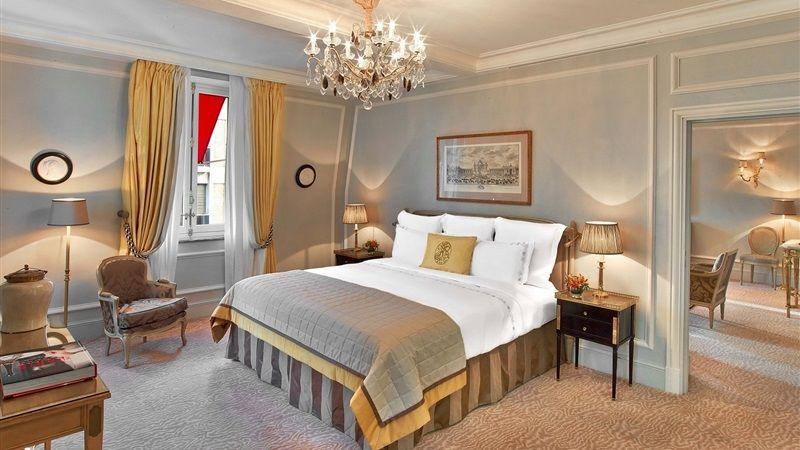 Hotel Plaza Athenee Paris - Suite Deluxe
