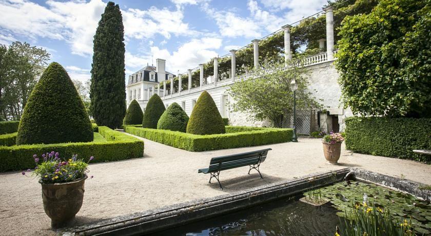 Château de Rochecotte - Jardins et terrasse avec pergola