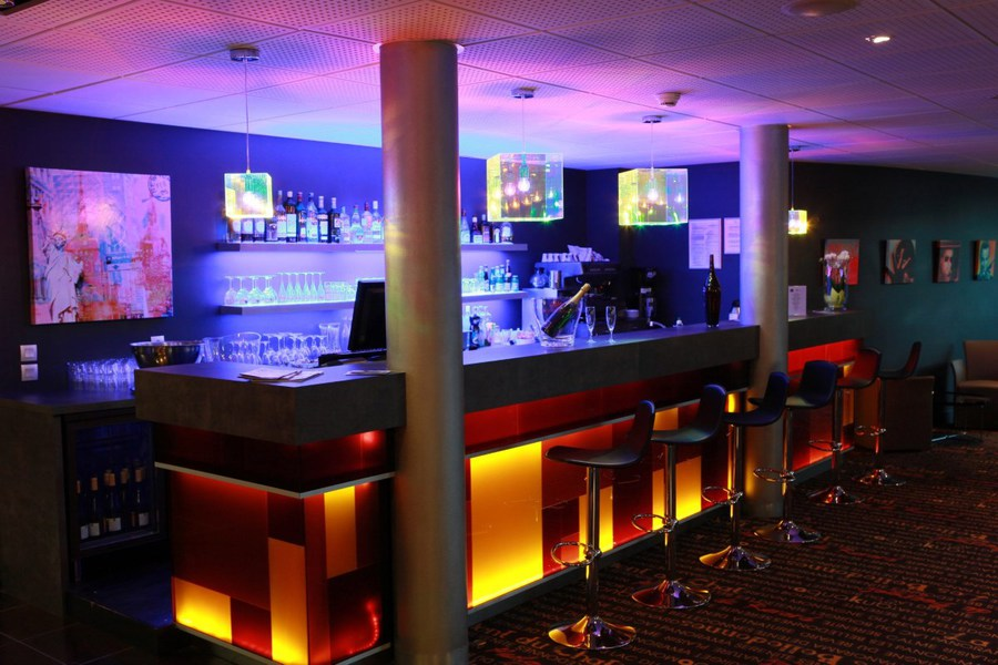 Best Western Aquakub Kubix Aix les Bains - Bar