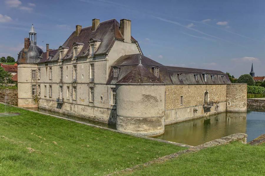 Château d'Etoges - Vue extérieure 3