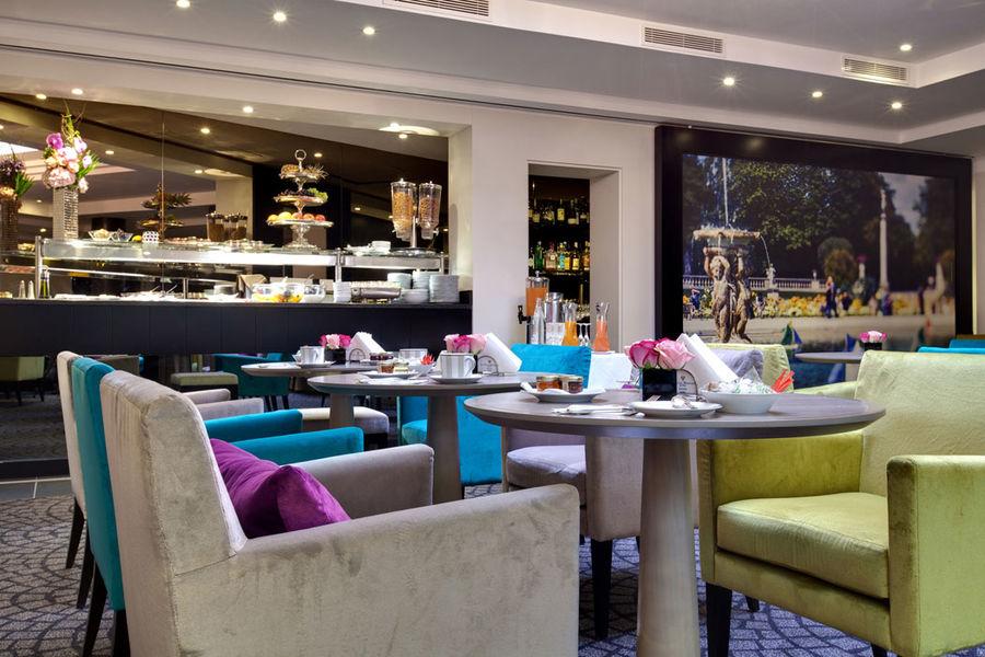 Villa Maillot - Petit déjeuner dans le bar