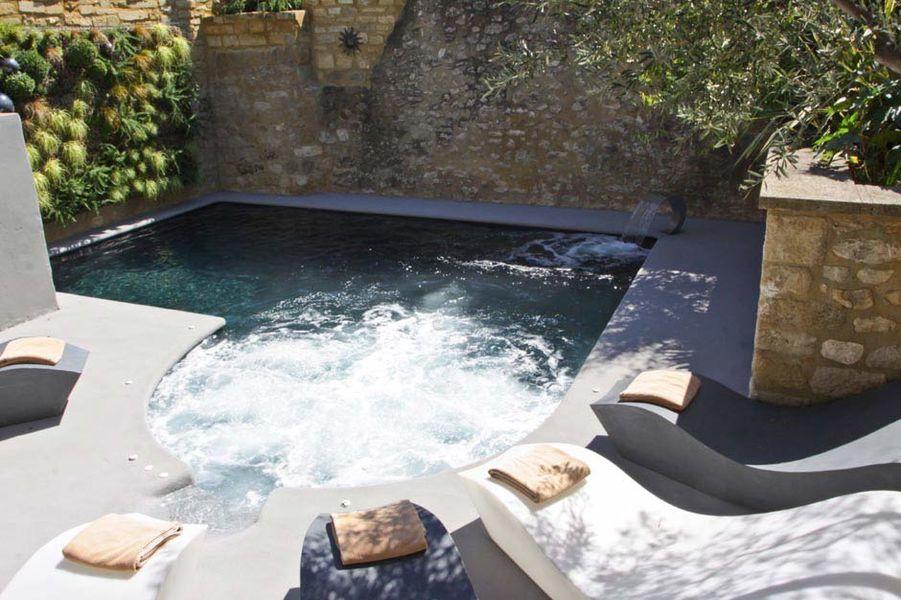 Hostellerie le Castellas - La piscine 2