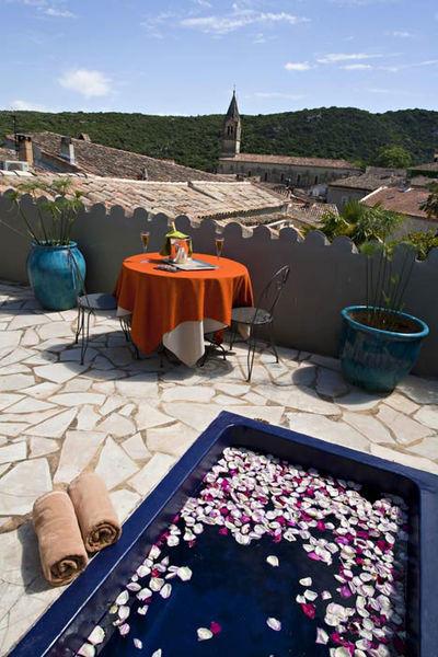 Hostellerie le Castellas - Les espaces extérieurs
