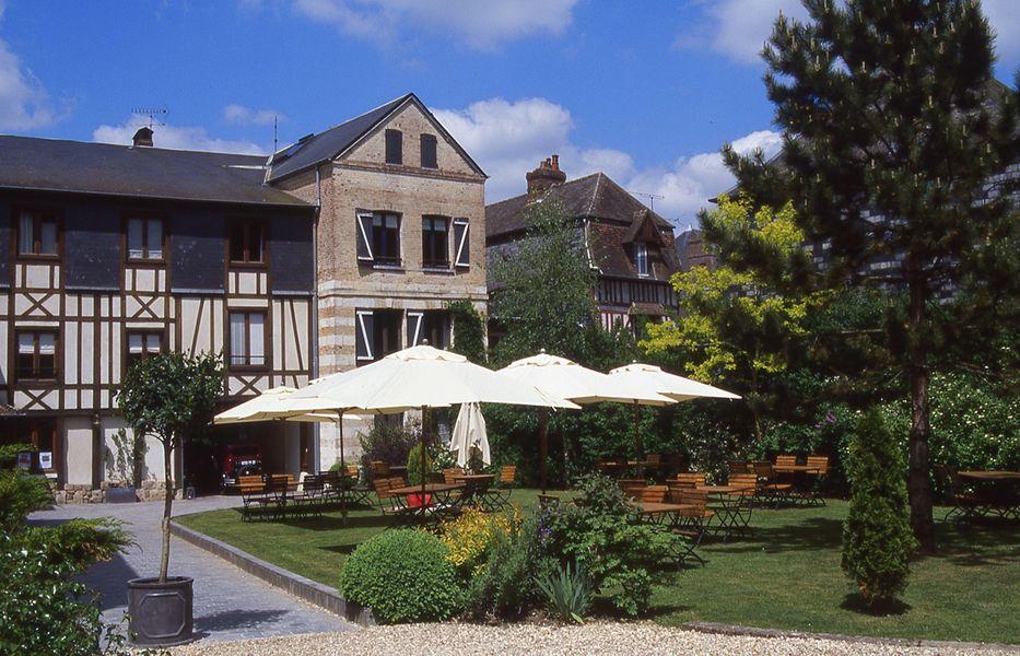 Hôtel La Licorne - Les espaces extérieurs