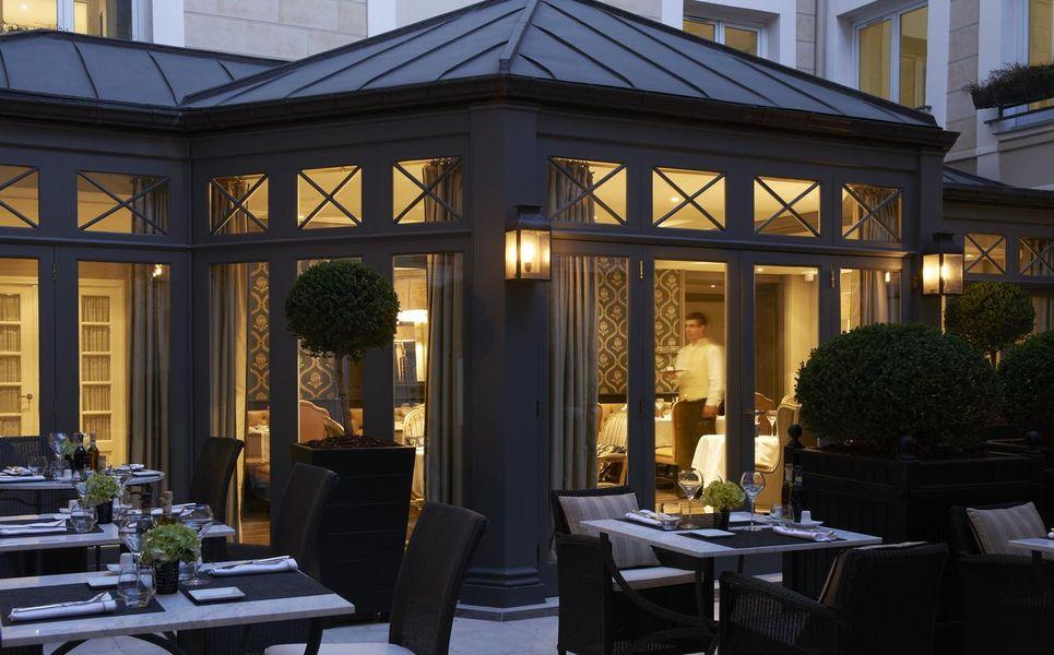 Castille Hôtel Paris - Courtyard 1