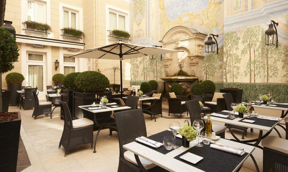 Castille Hôtel Paris - Courtyard
