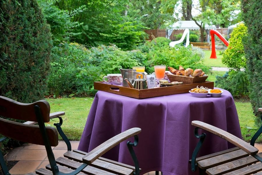Cazaudehore - Petit-déjeuner en terrasse