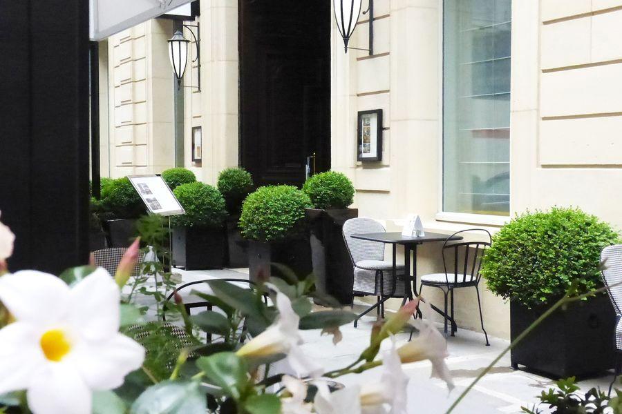 Sofitel Paris Le Faubourg - Terrasse sur rue
