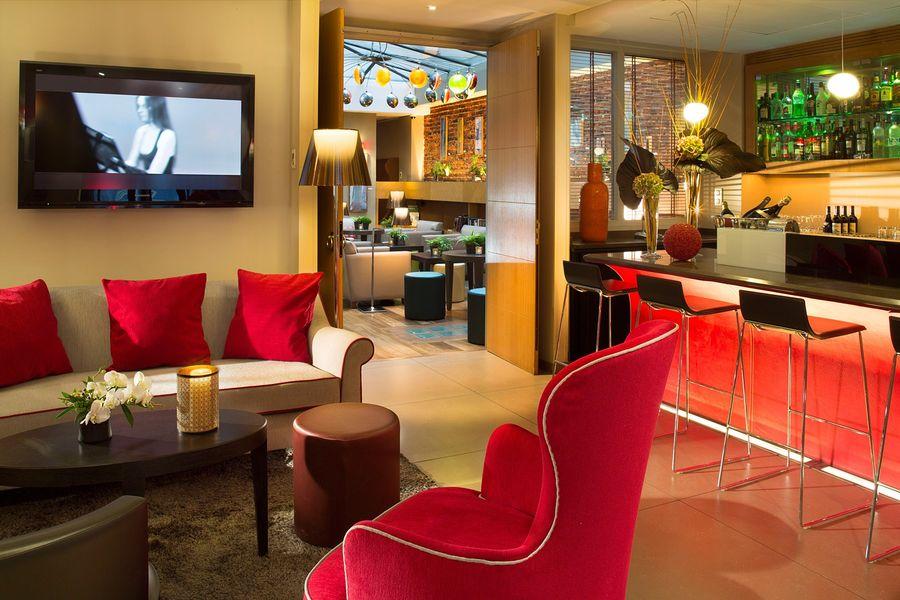 Hôtel Le Six - Salon Bar 1