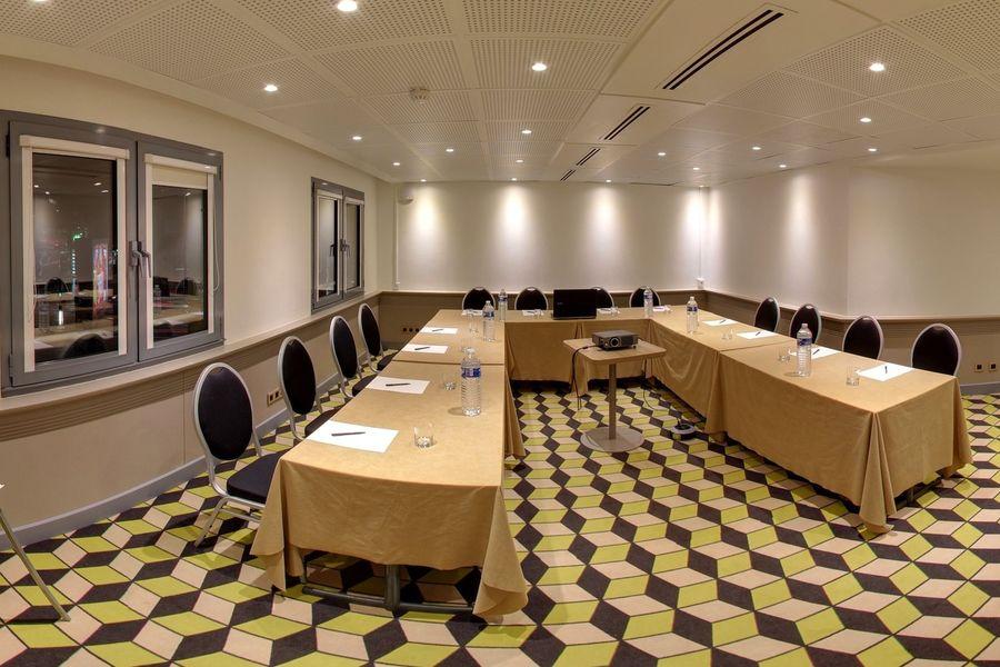 Median Paris Porte de Versailles *** - Salle de réunion en disposition U
