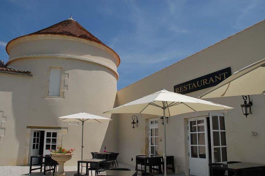 Le logis du Péré - Terrasse du restaurant