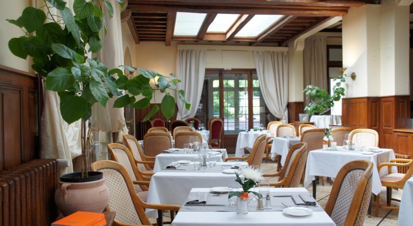 Relais des Trois Châteaux - Salle petit déjeuner 2