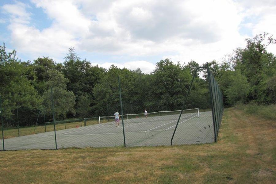 L'Hostellerie du Château les Muids - Terrain de tennis