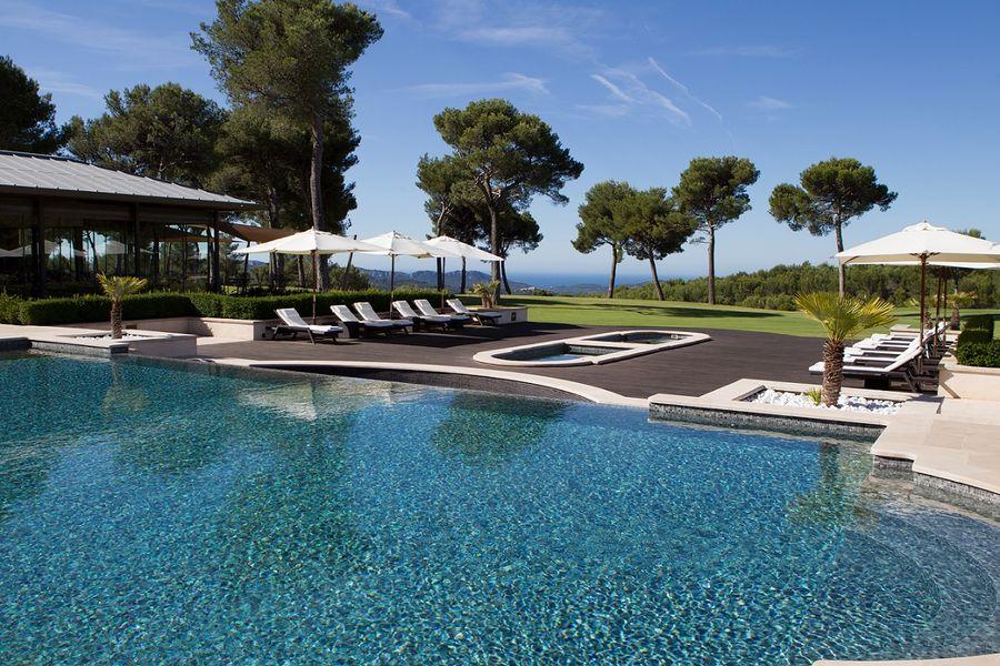 Hôtel & Spa du Castellet - Piscine extérieure 2