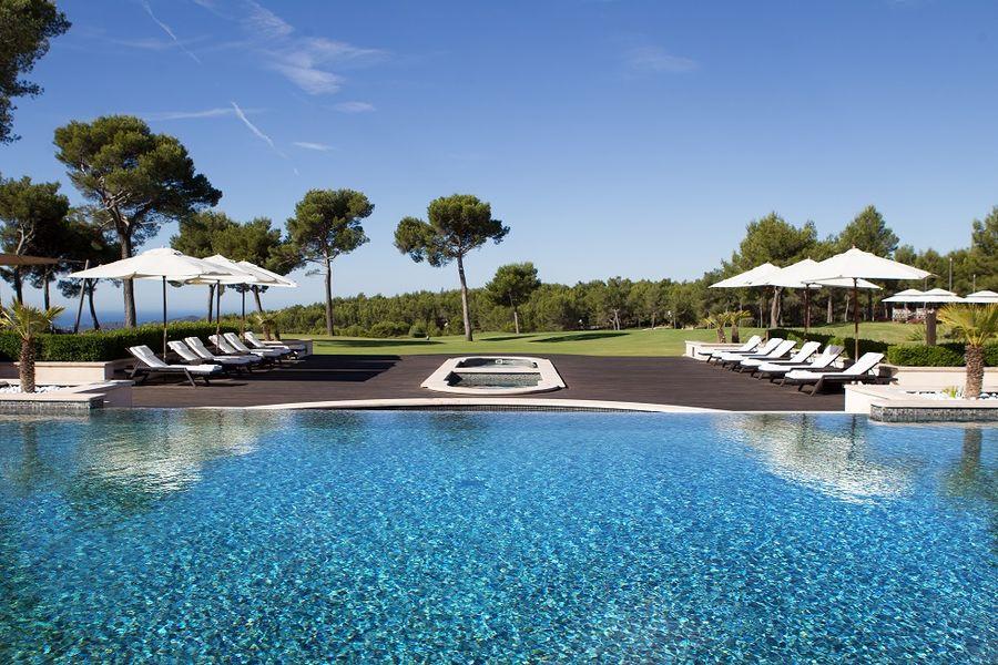 Hôtel & Spa du Castellet - Piscine extérieure 3